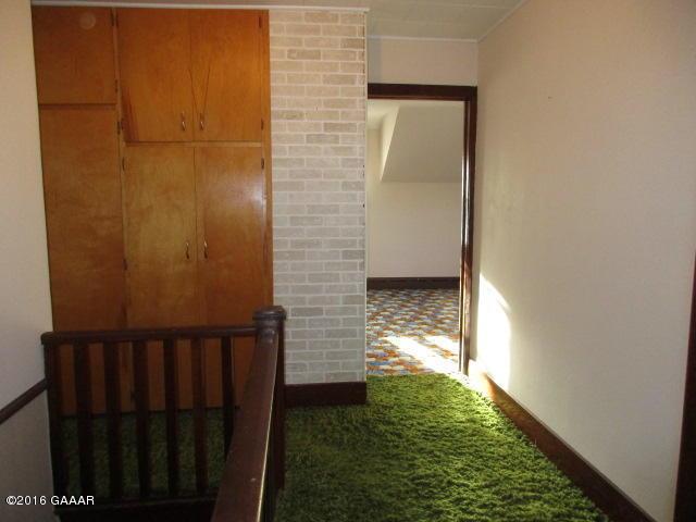 Hallway Upstairs (2)