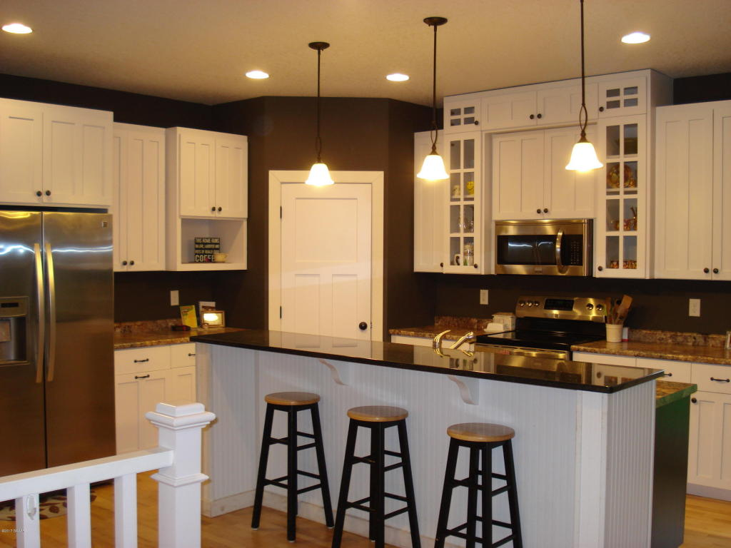 Glenwood Custom Cabinets 15055 Sw Amelia Road Glenwood Mn 56334 Mls 10 22330 Edina