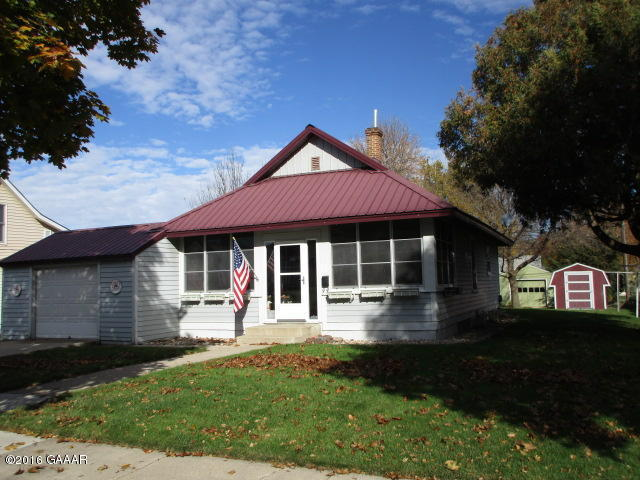 Simmons, 221 1st Ave NE, Glenwood (2)