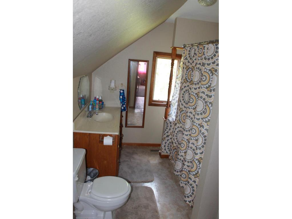 UL - Full bathroom
