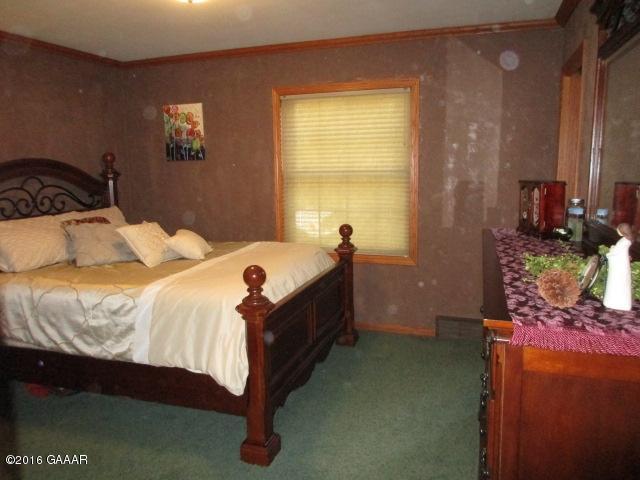 Owner's bedroom, ML (2)
