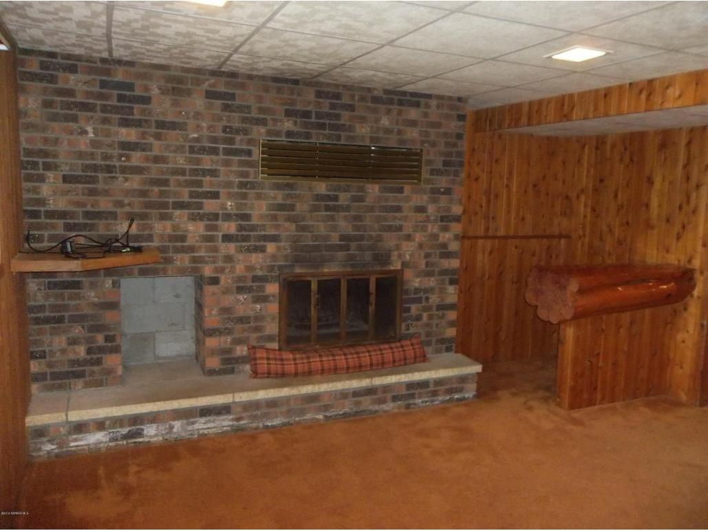 115appletreecourtfireplace&bar
