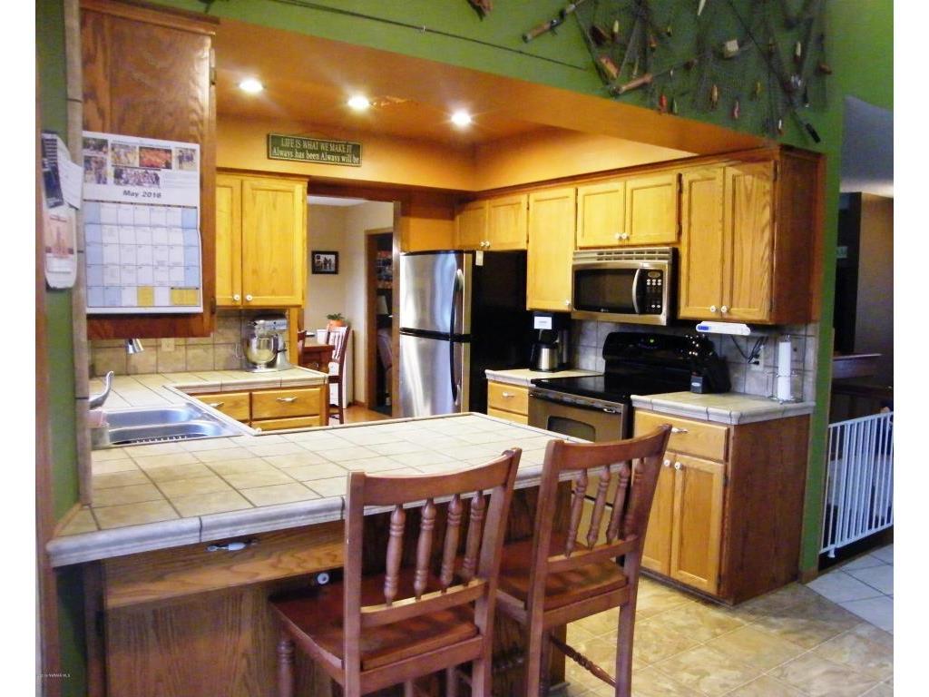 22649 125thstne kitchen 2