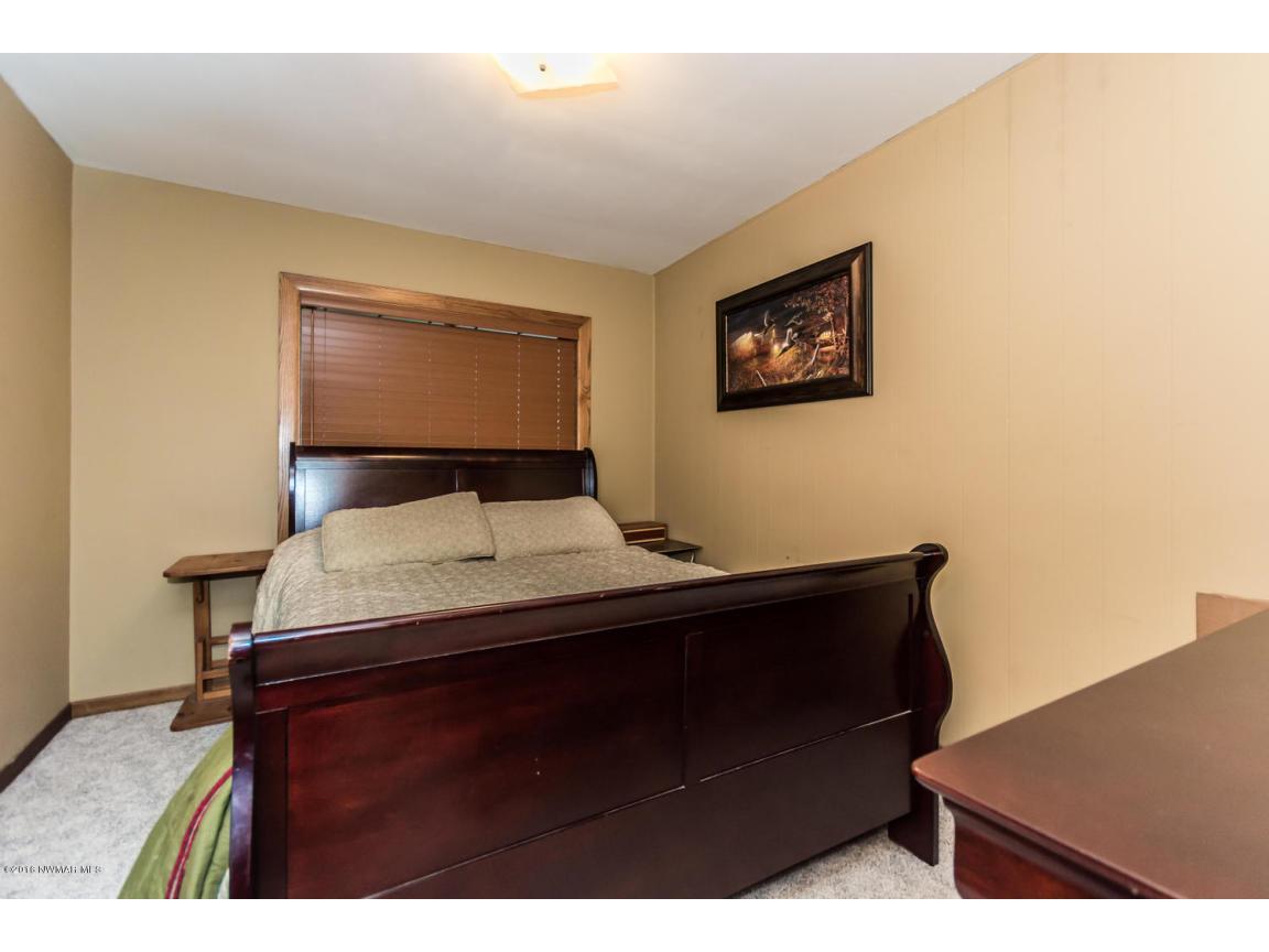319 Jackson Ave Crookston MN-large-011-8