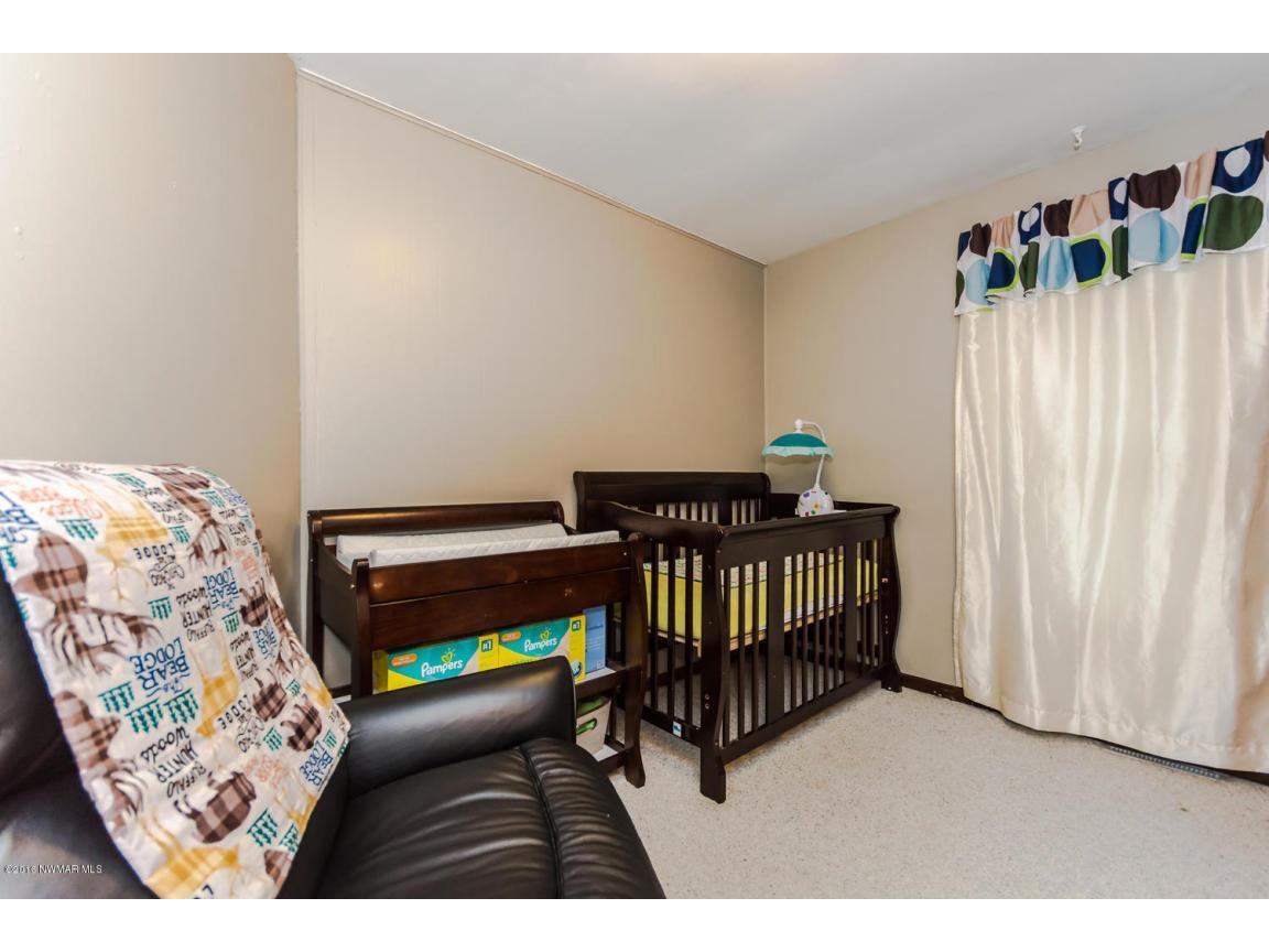 319 Jackson Ave Crookston MN-large-012-1
