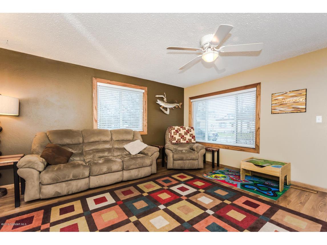 319 Jackson Ave Crookston MN-large-006-1
