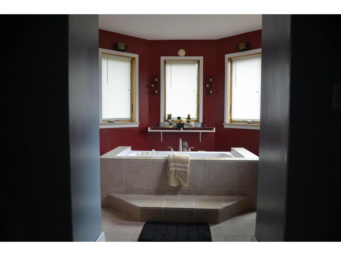 118 Jet tub master bedroom