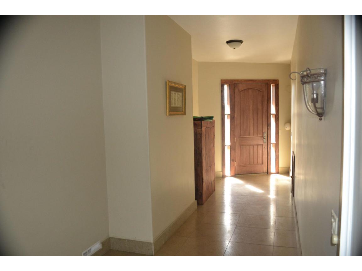 105 entrance hallway 2