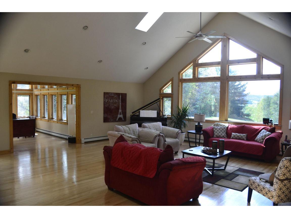106 Livingroom 2