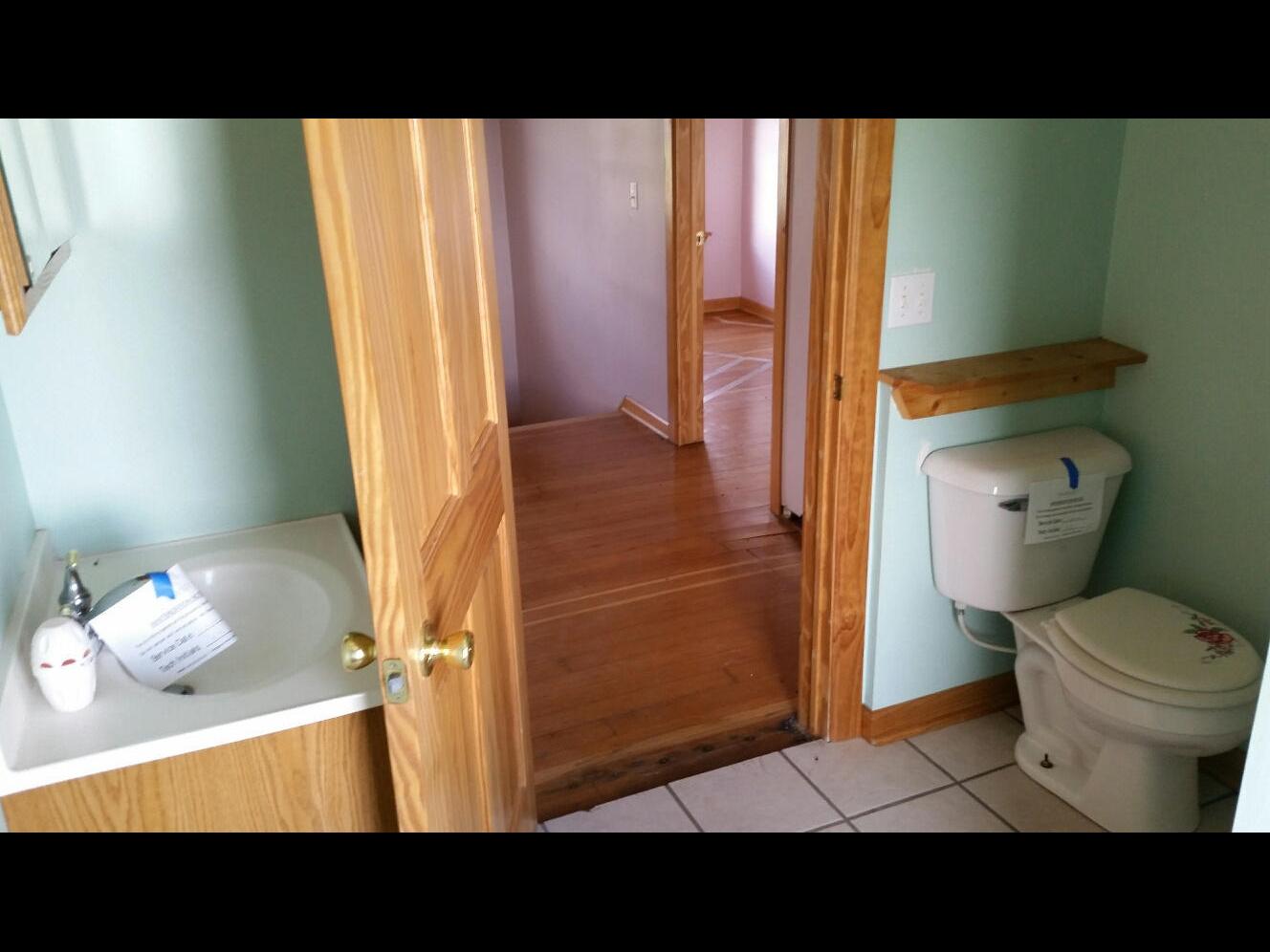 Hannon upper bathroom