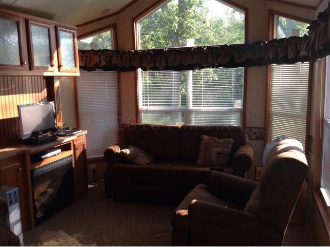 livingroom with 2 pull out couches