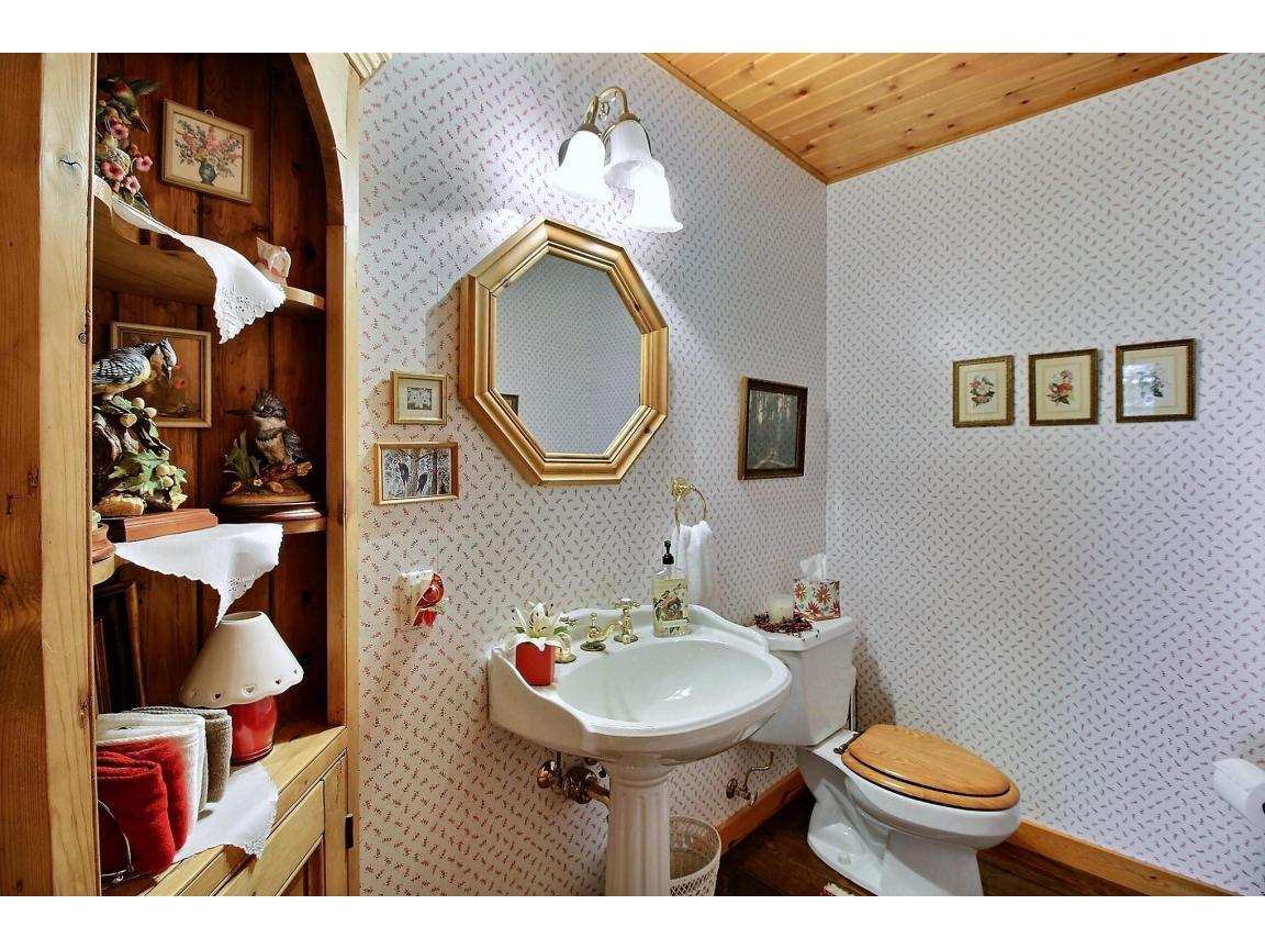 mainfloor_bathroom_0033