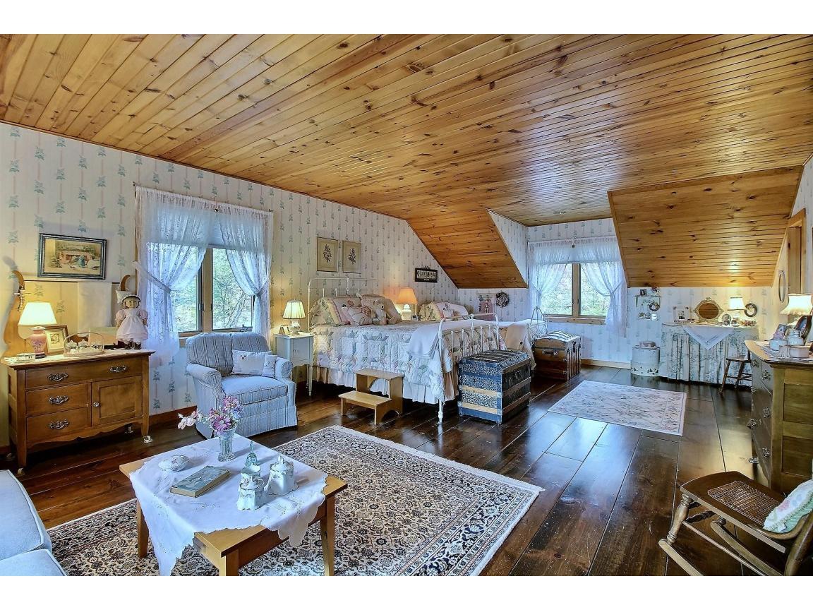 upstairs_bedroom1_0008