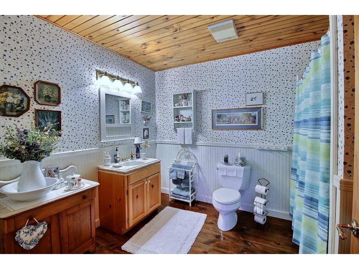 upstairs_bathroom_0006