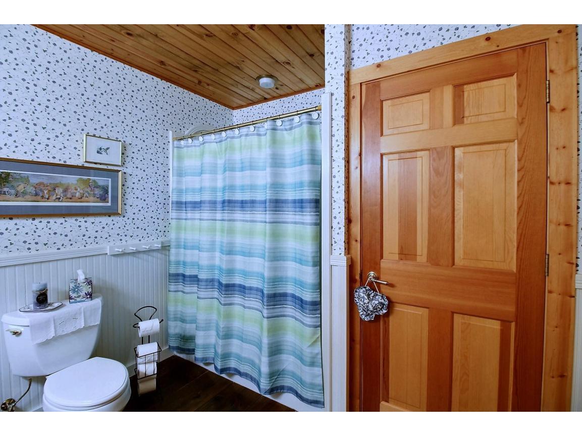 upstairs_bathroom_0007