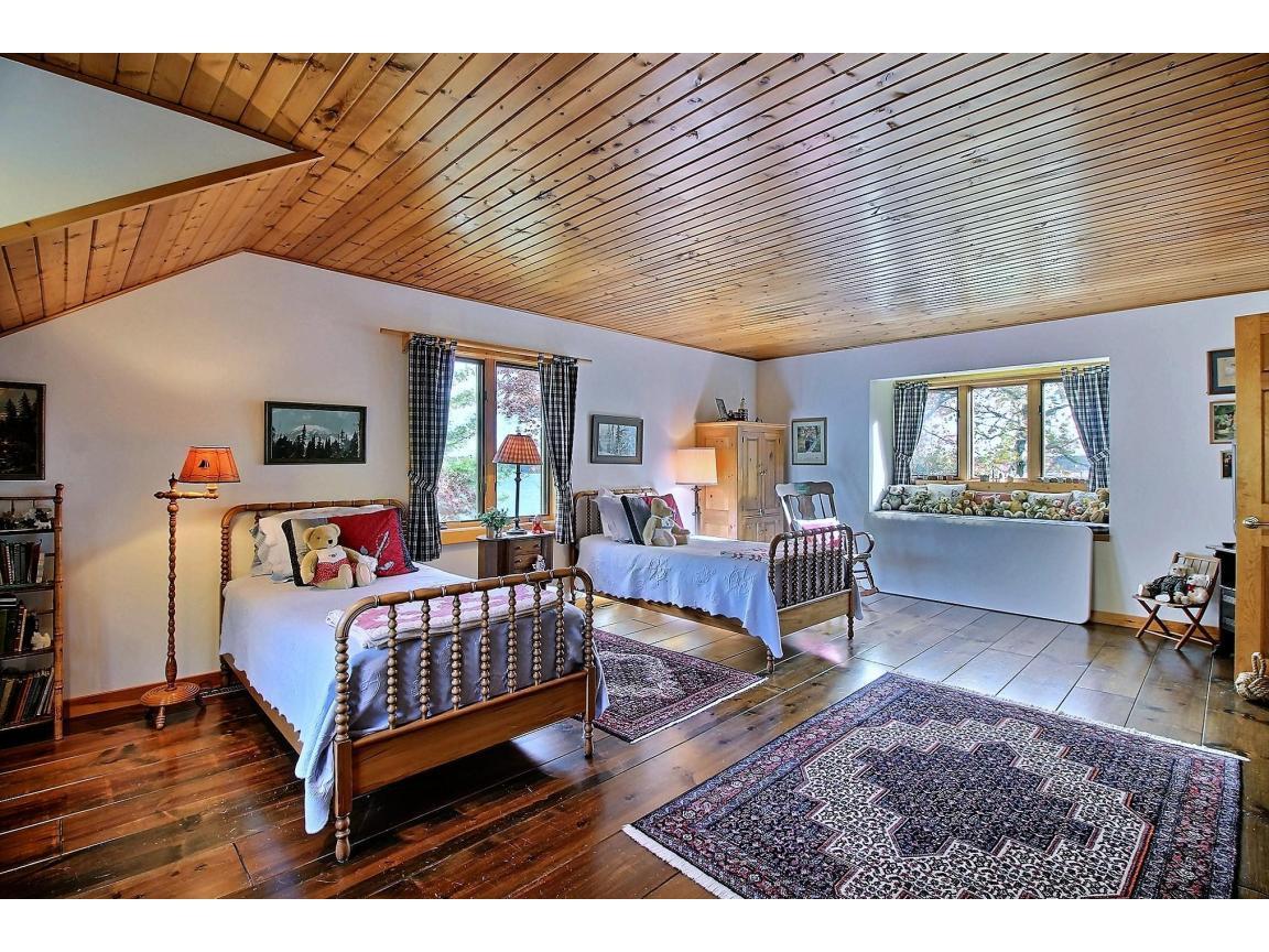 upstairs_bedroom2_0002