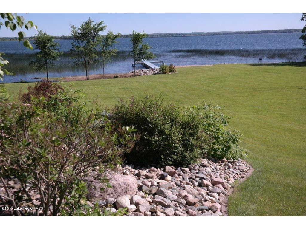 lakeside yard (3)