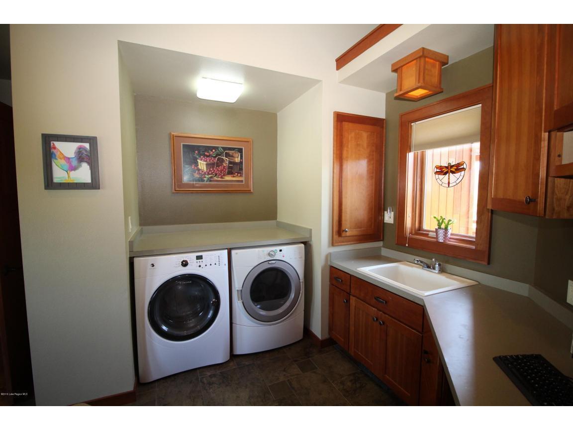 main floor laundry 02