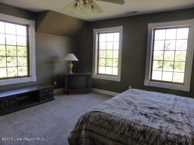 34. upper bedroom5