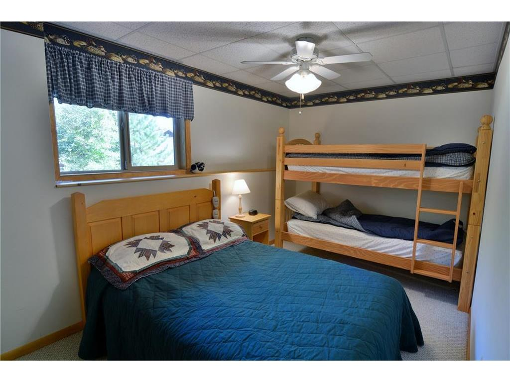 Lower level 3rd bedroom w/bunk beds