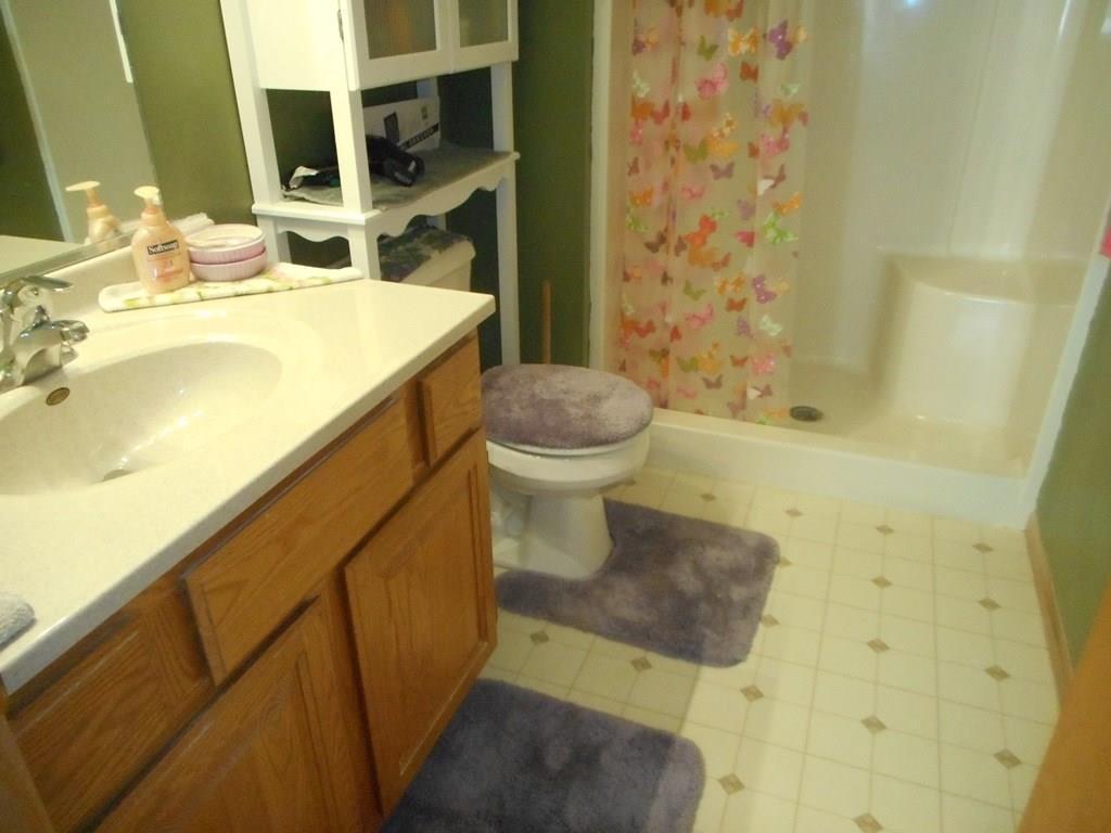 Master 3/4 bathroom