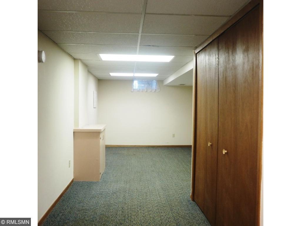 Large upper bedroom area- Master bedroom? Study or ??
