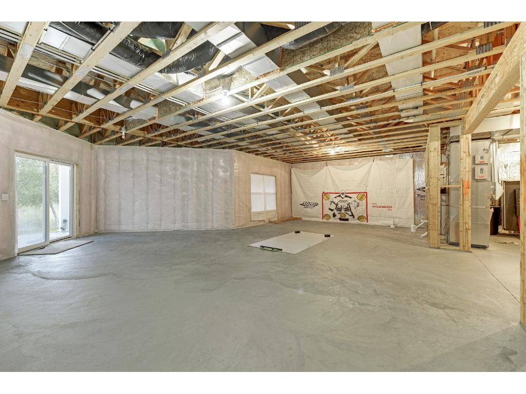 Unfinished Basement 10' Ceilings!