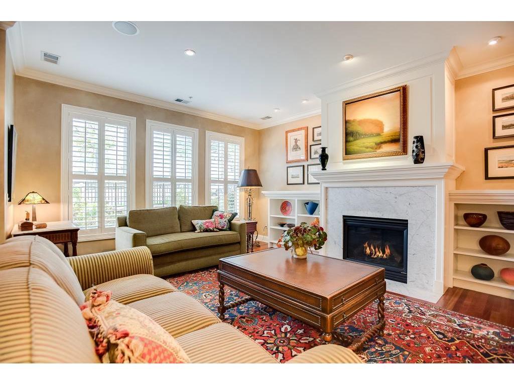 101 Main Street NE 10 Minneapolis MN 55413 5013076 Image1. Living Room