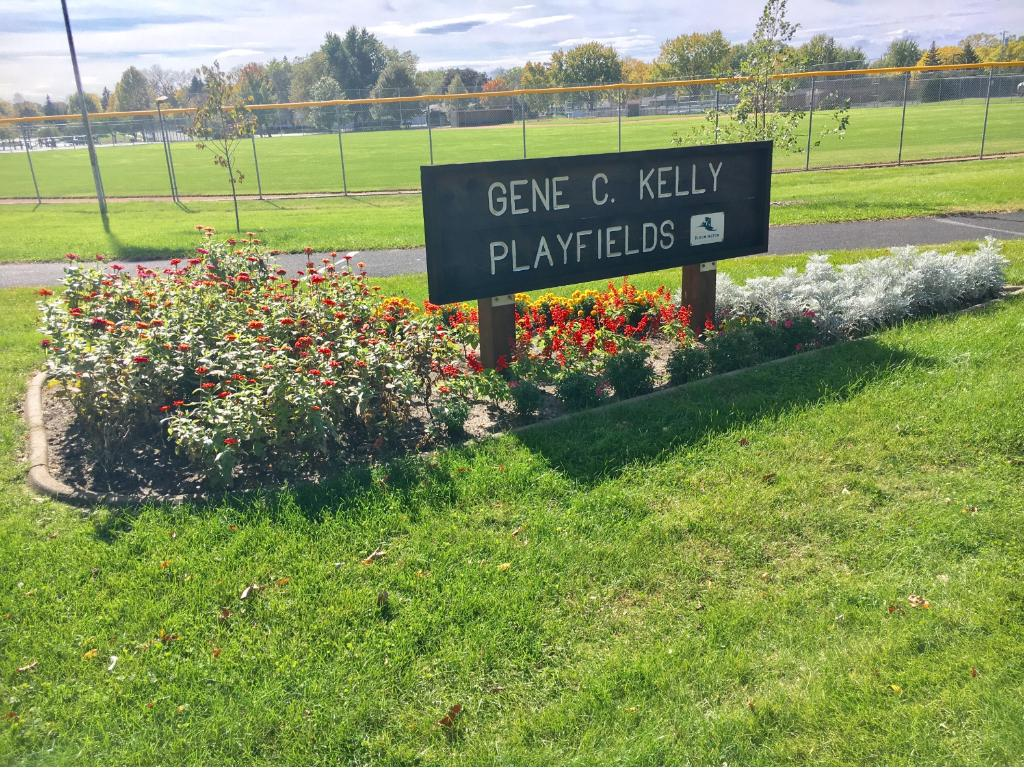 1/2 a block to Gene Kelly playfields/park