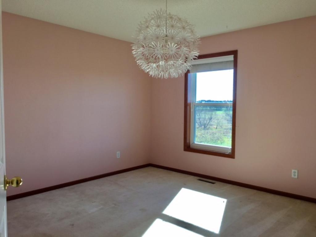 Upper bedroom 2~