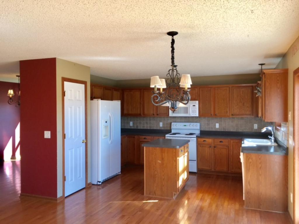 Spacious kitchen with ample storage, pantry, back splash and center island~