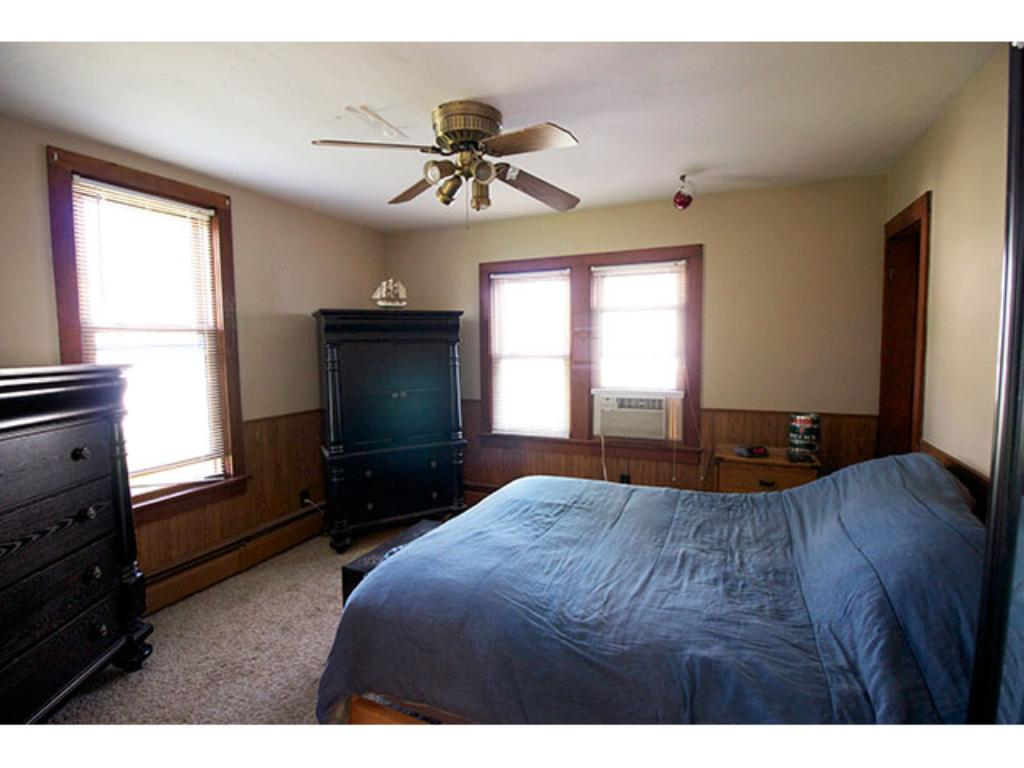 Great room off kitchen, with closet - Potentially a study or playroom! 11' x 12'