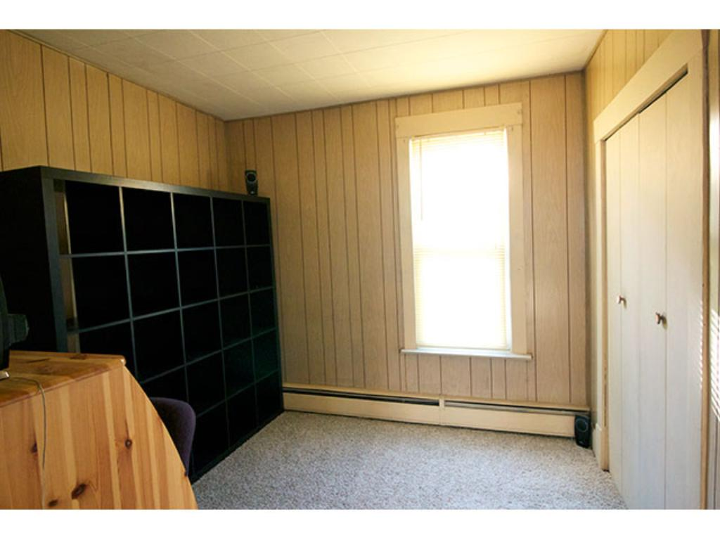 Bedroom/Office with large closet - Main Level - 9' x 9'