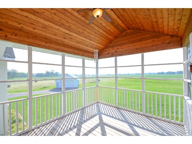 Large screen porch for mosquito free evenings watching the sunset across wide open terrain. Trails out the front door take you to Beebe Lake or Lake Independence for miles of recreation.