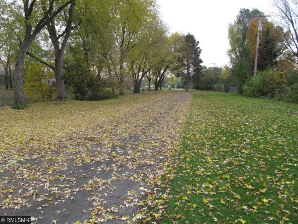 Trail leads to many recreational opportunities - Park, Coon Rapids Dam & Mississippi River area