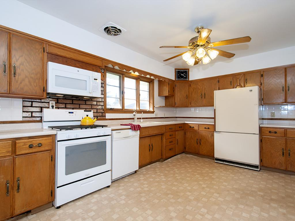 Spacious kitchen with plenty of room for multiple cooks!