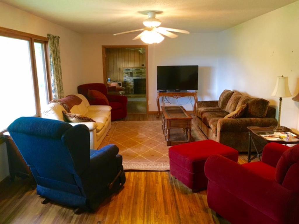Large main level family room.