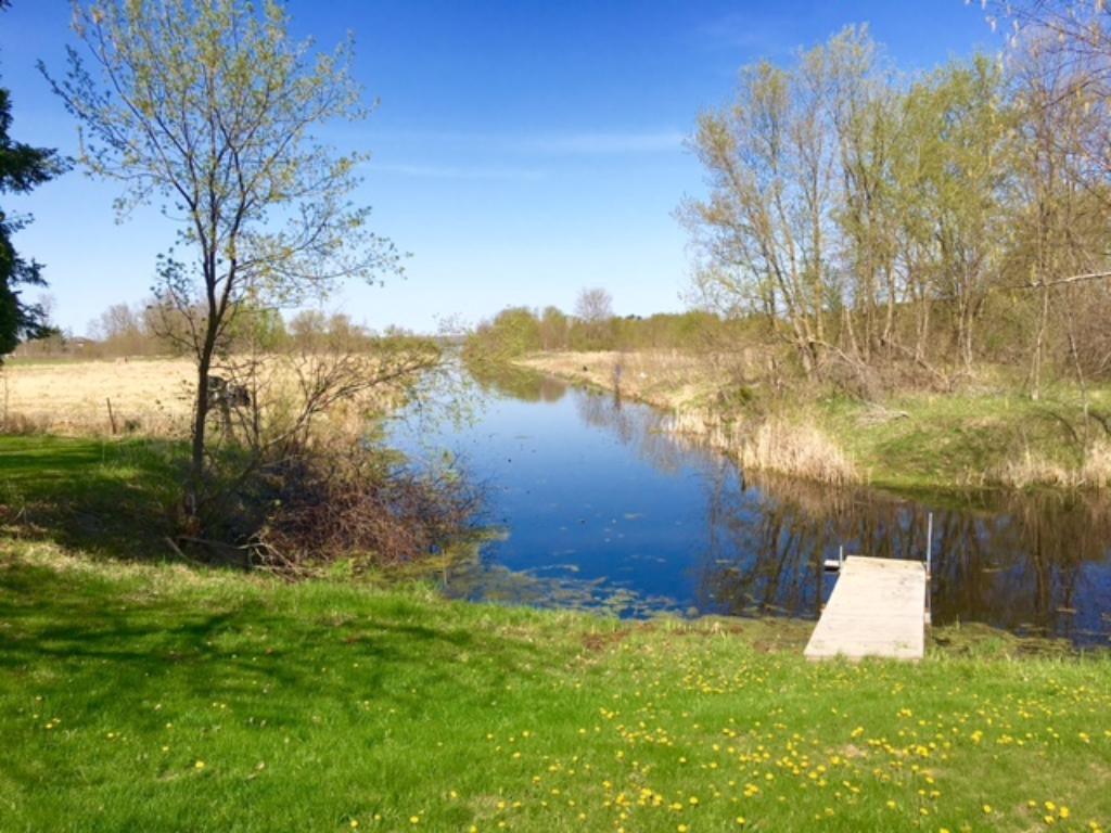 185' of frontage on the Channel, great spot to catch Crappies and Sunfish!