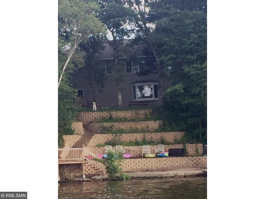 Great location on Briggs Lake chain with access to 3 lakes!!!
