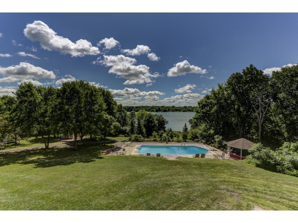 Beautiful Lakeside Yard, Pool, & Gazebo