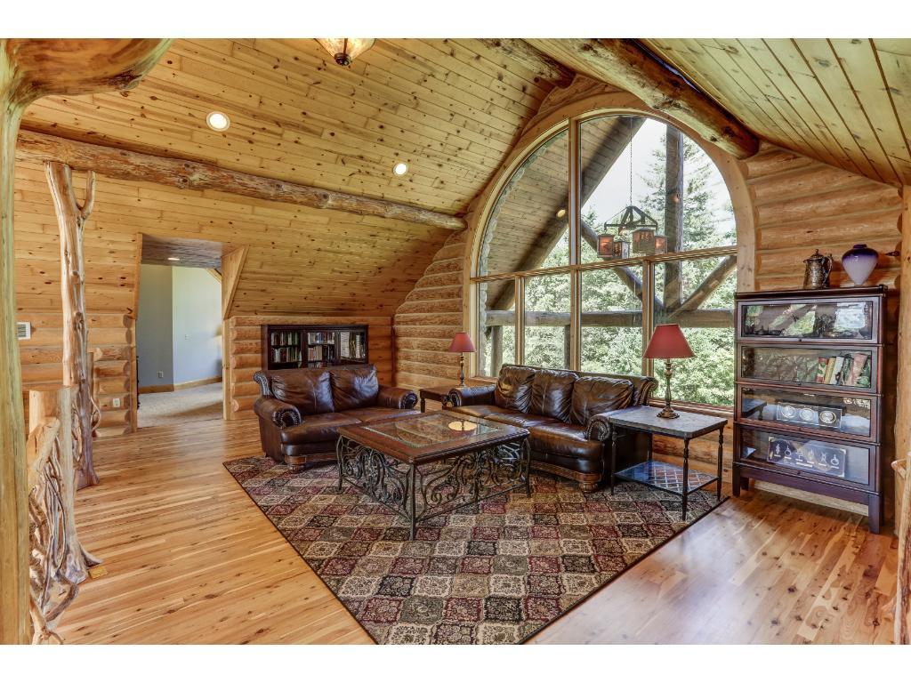 Grand Loft Overlooks Great Room & Gracious Lake Views