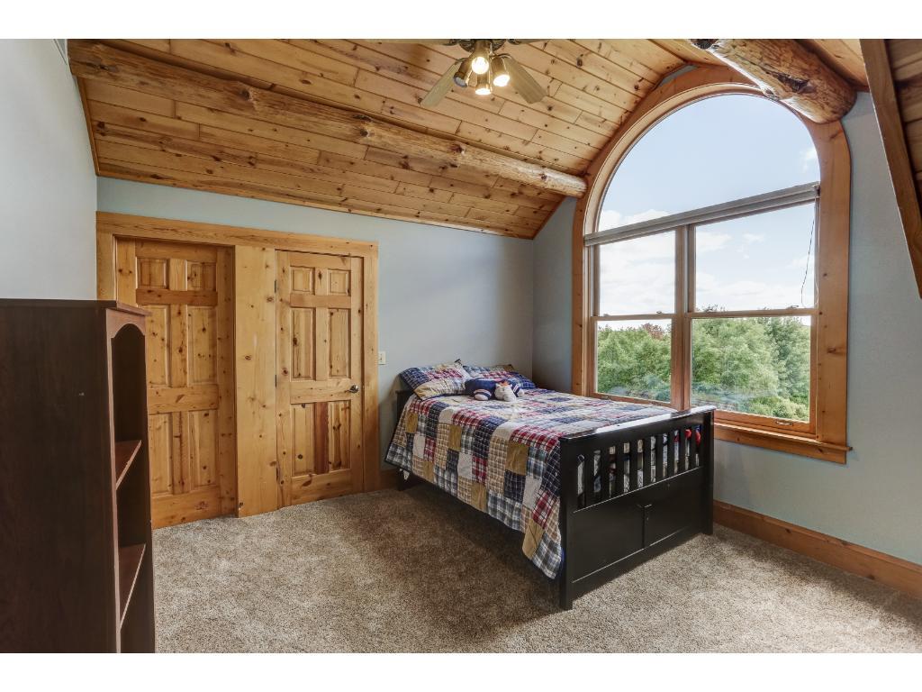 Upper Level Lakeside Bedroom w/Jack & Jill Bath