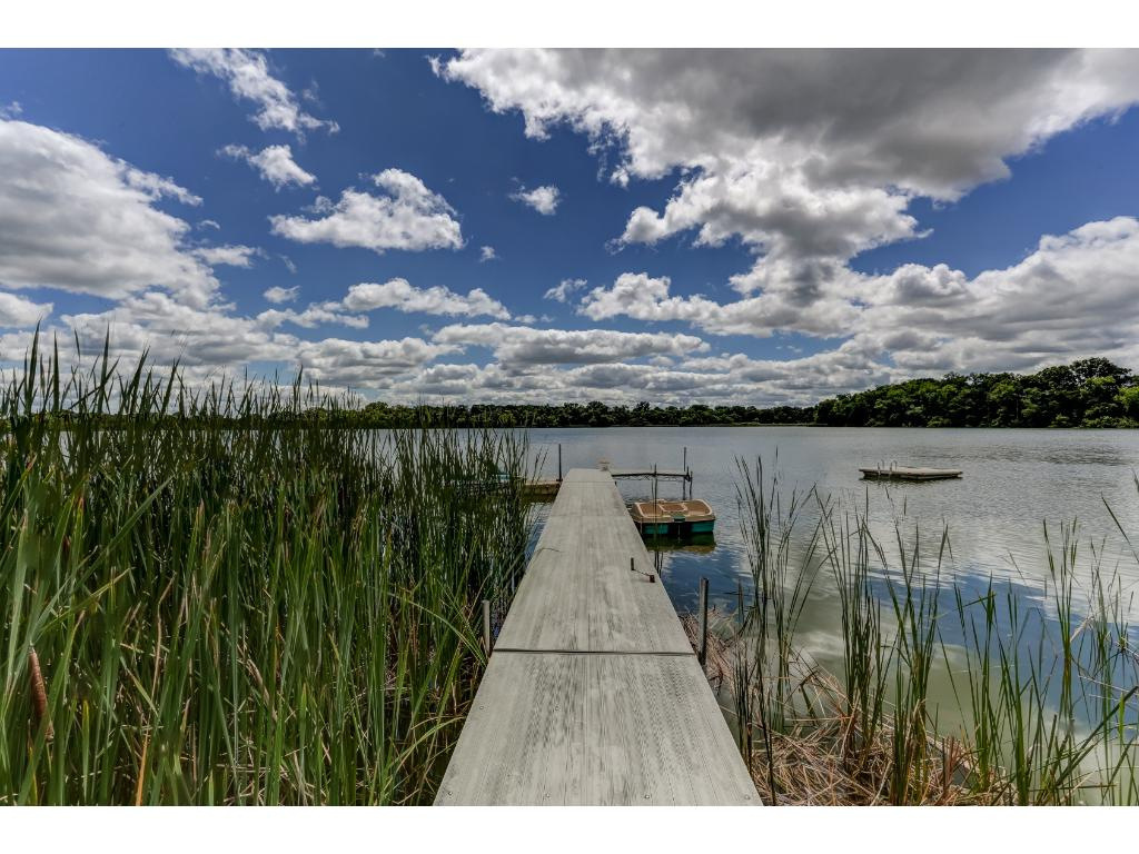 """Dock with Over 2000' of Lakeshore on 200+ acre Mudd Lake. """" Up North Privacy """""""