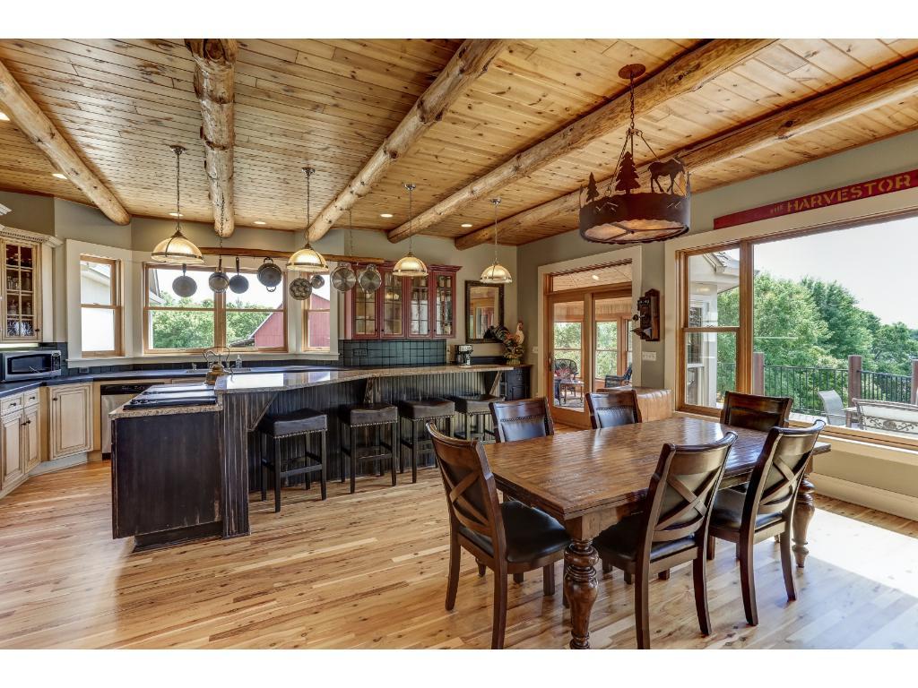 Lakeside Dining Room/Center Island Kitchen & Breakfast Bar