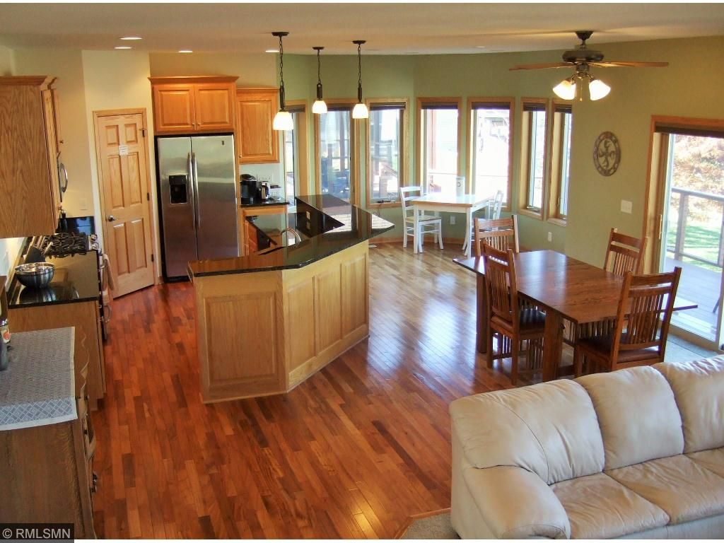 Lovely chef's kitchen with granite, stainless appliances, walk-in pantry, a great dining area!