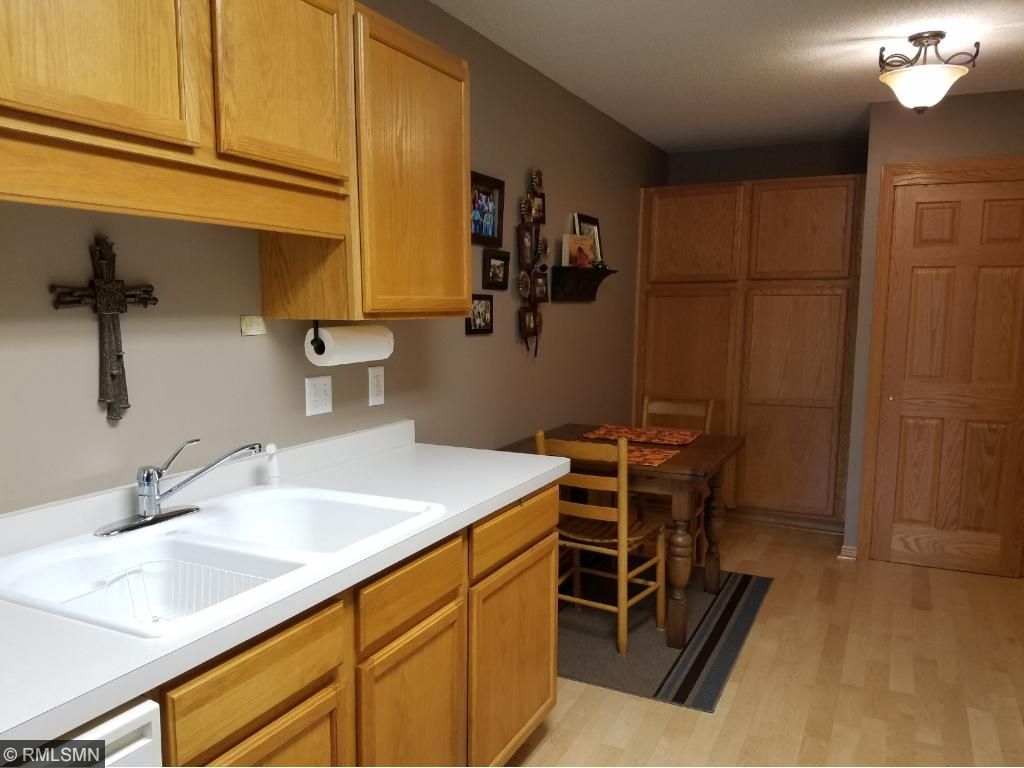 Kitchen with lots of cabinets!