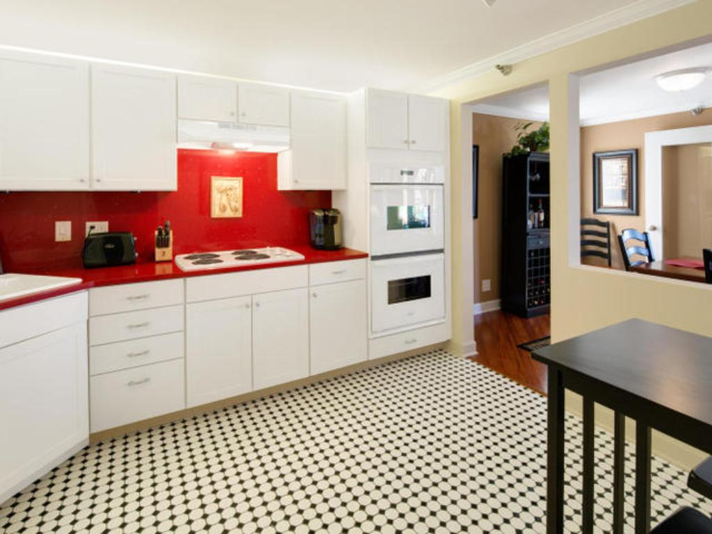 Large kitchen with eat-in bistro table and chairs