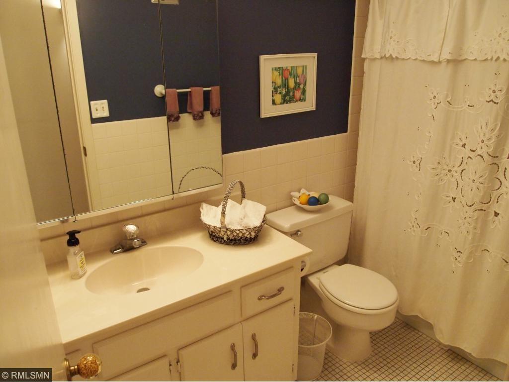 Main Full Bath with Shower/ Tub