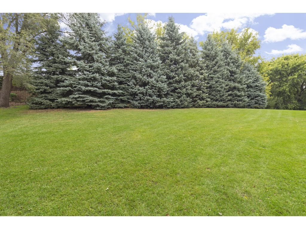 Private and wooded lot