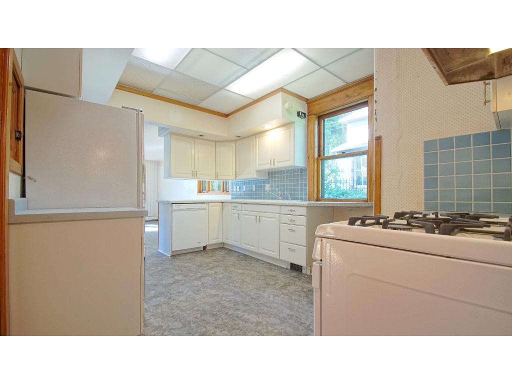 Kitchen - New Floor!